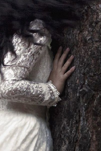 blog image gothic wedding tree